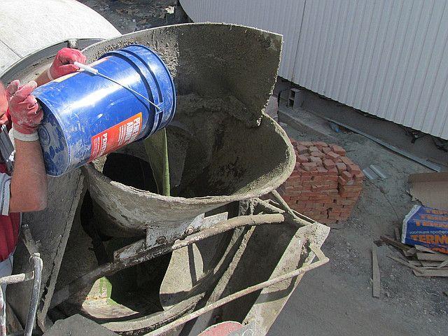 Замешивание и заливка бетона с добавкой Пенетрон Адмикс